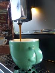 Sehr schick ist das Licht am Kaffeeauslauf.